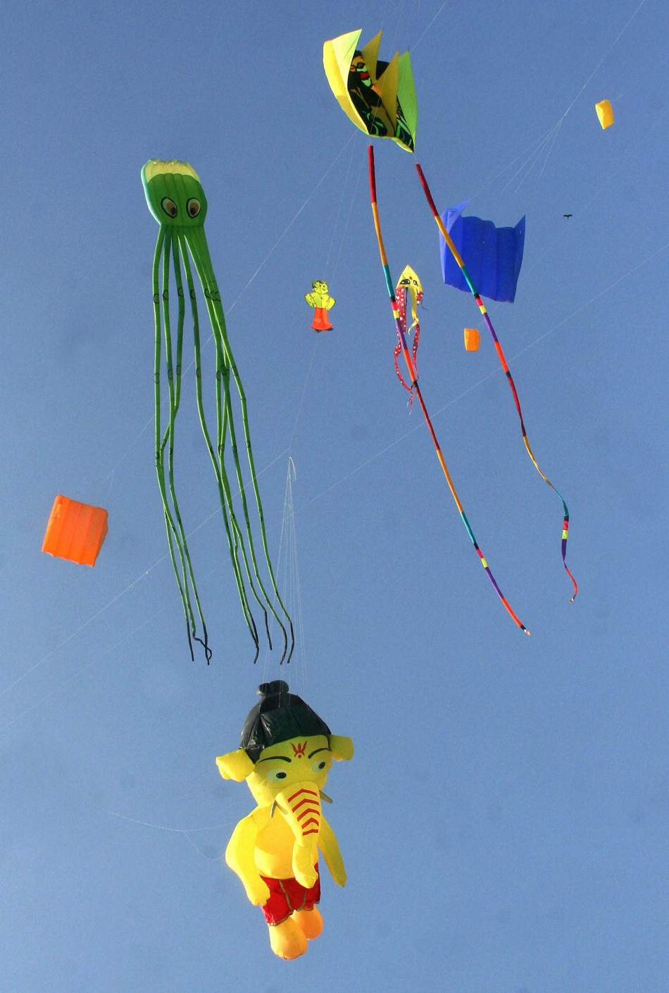 kite flying day Chicago kids and kites festival is a fun-filled day to  on hand to thrill the crowd with their synchronized kite flying maneuvers throughout the day,.