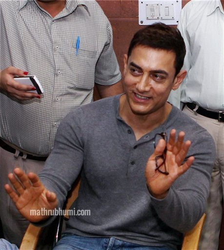 Aamir Khan talks to media after meeting Prime Minister Manmohan Singh