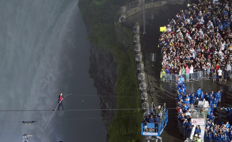 Nic Wallenda crossed over Niagara Falls