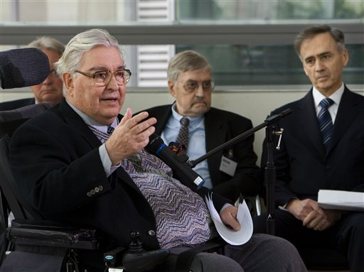 In this Thursday, April 3, 2008 file photo, Horst Faas, left, a renowned photographer and editor for The Associated Press during the Vietnam War, recalls the lives of four combat photographers who died together in a 1971 helicopter crash in Vietnam d