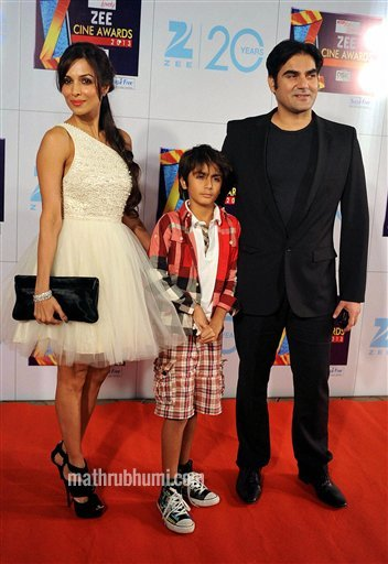  Mumbai: Bollywood actor-couple Malaika Arora Khan and Arbaaz Khan with their son at the Zee Cine Awards 2013 in Mumbai on Sunday. PTI Photo